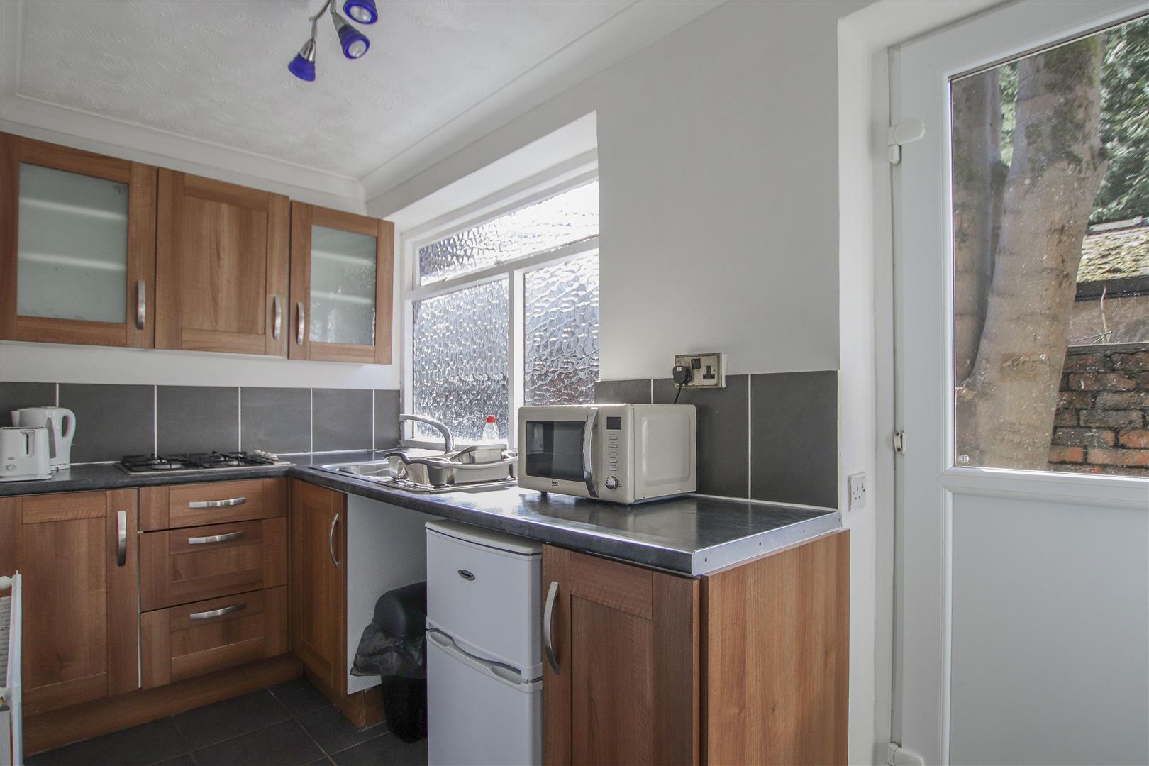 5 Bedroom Detached House For Sale - detached bungalow